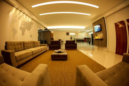 Uma área de estar em Litani Comfort Inn