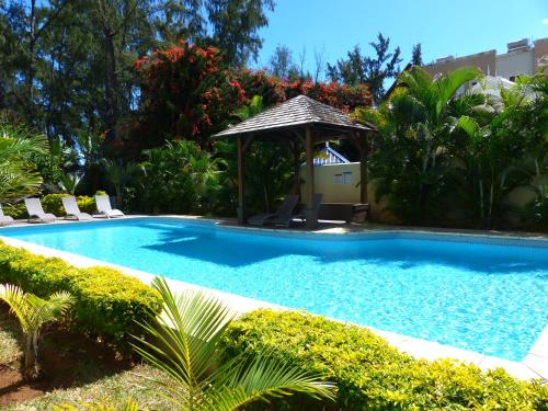 The swimming pool at or near Anaya Résidence