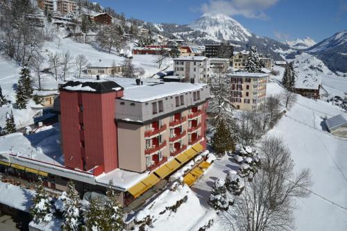 Alpine Classic Hotel зимой