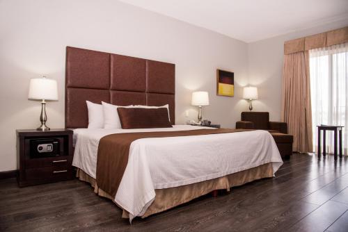 Ein Bett oder Betten in einem Zimmer der Unterkunft Best Western PLUS Monterrey Airport