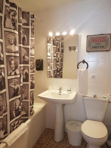 Un baño de Barri Antic Hostel & Pub