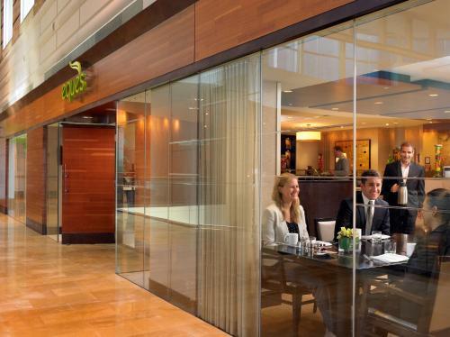 A restaurant or other place to eat at Hyatt Regency Bellevue