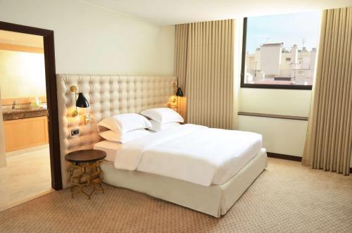 A bed or beds in a room at Hyatt Regency Nice Palais de la Méditerranée