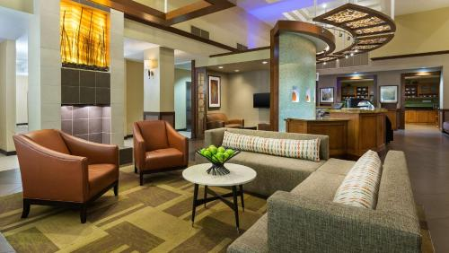 The lobby or reception area at Hyatt Place Fort Lauderdale Cruise Port