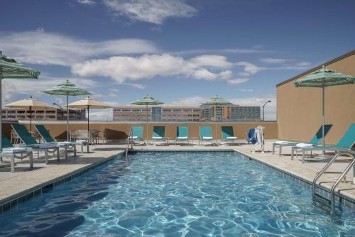 The swimming pool at or near Hyatt Regency Aurora-Denver Conference Center