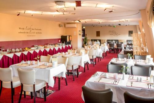A restaurant or other place to eat at Hotel Stadtfeld