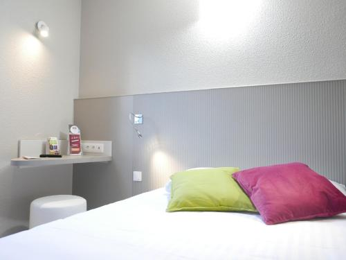 A bed or beds in a room at Best Hôtel Lille