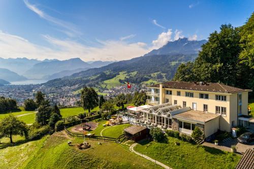 Blick auf Hotel Sonnenberg aus der Vogelperspektive