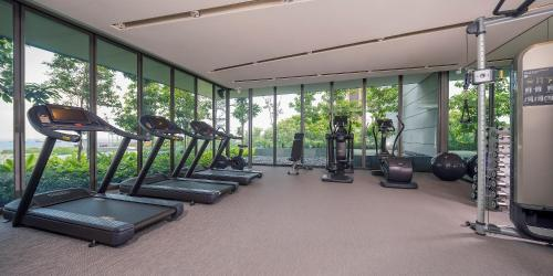 The fitness center and/or fitness facilities at Oakwood Premier AMTD Singapore (SG Clean, Staycation Approved)
