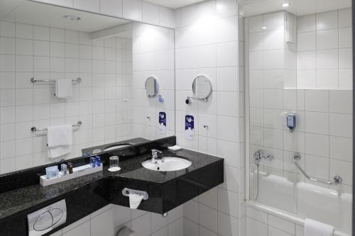 A bathroom at Novotel Erlangen
