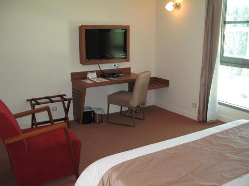 Télévision ou salle de divertissement dans l'établissement Hôtel 17.4 - Lycée d'Hôtellerie et de Tourisme