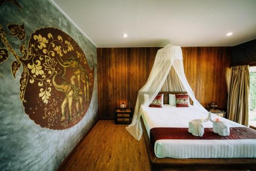 A bed or beds in a room at Sawasdee Sukhothai Resort