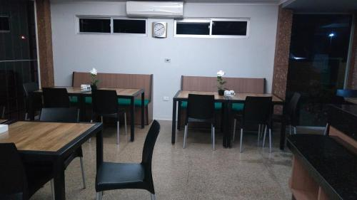A restaurant or other place to eat at Hotel e Churrascaria Coqueiro Verde