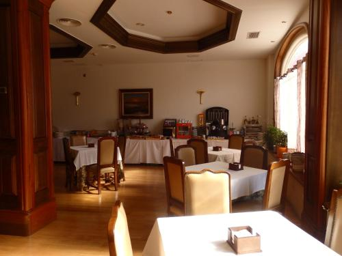 A restaurant or other place to eat at Hotel Aranda