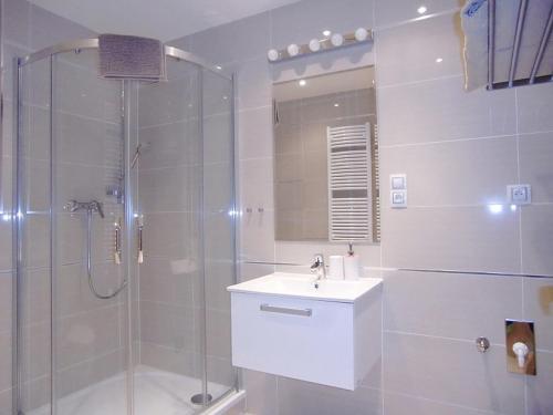 A bathroom at Apartment David Garden Towers