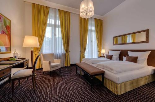 Ein Bett oder Betten in einem Zimmer der Unterkunft Hotel am Sophienpark