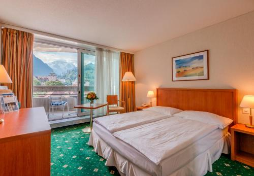 A bed or beds in a room at Metropole Swiss Quality Hotel