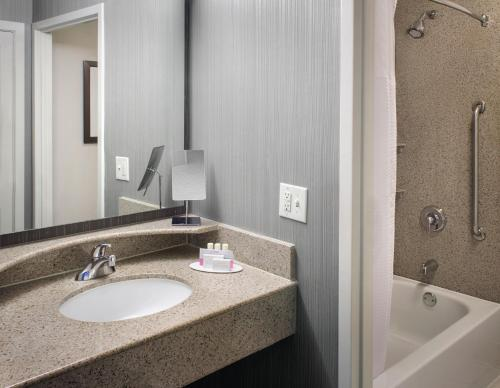 A bathroom at Courtyard Charlotte City Center