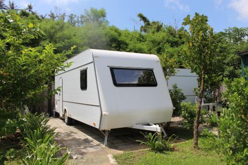 Kenting Houbihu Camping Car B&B