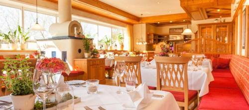 Ein Restaurant oder anderes Speiselokal in der Unterkunft Hotel Seehof Leipzig