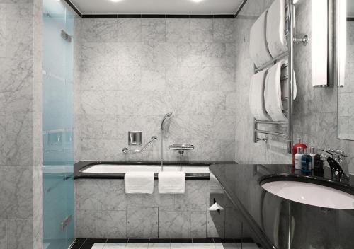 A bathroom at Grand Hôtel Stockholm