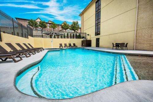 The swimming pool at or near Grand Oaks Hotel