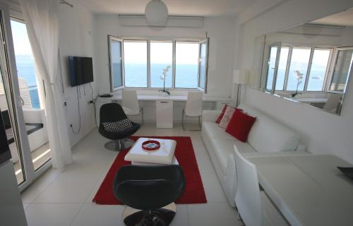 A seating area at White Residence Luxury Apartments