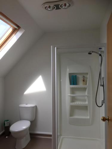 A bathroom at Amberlea B&B