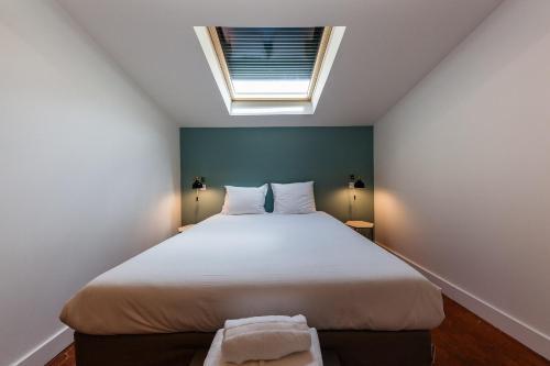 A bed or beds in a room at Chez Nous - 7 Appartements sur le Vieux Port