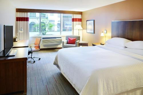 A bed or beds in a room at Four Points by Sheraton Halifax