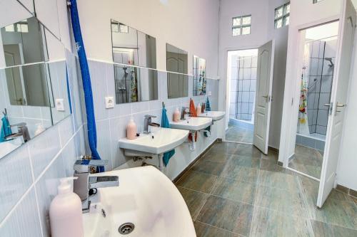 A bathroom at Pal's Mini Hostel