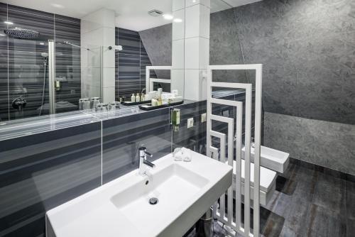 Łazienka w obiekcie Hotel Natura Residence Business&SPA