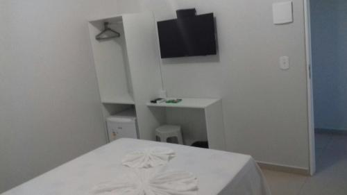 A television and/or entertainment center at Hotel Confiança