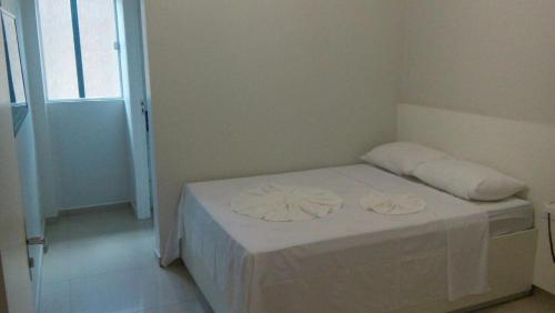 A bed or beds in a room at Hotel Confiança