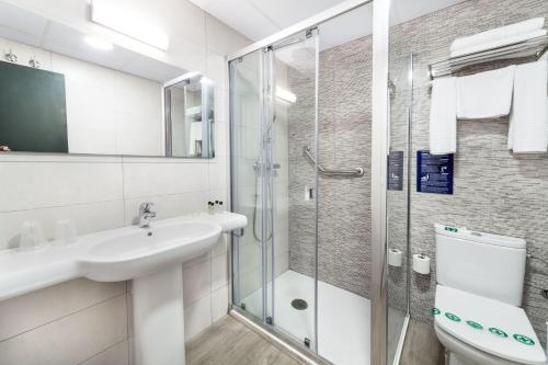 Een badkamer bij Hotel Xaine Park