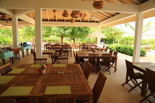 Restaurant ou autre lieu de restauration dans l'établissement Les Manguiers de Guereo