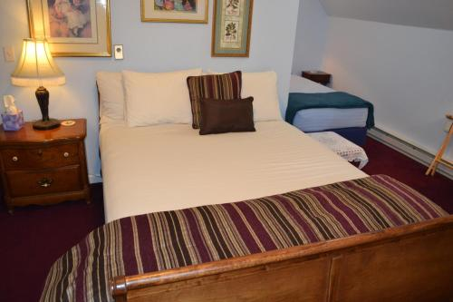 A bed or beds in a room at Winter Park Chateau, Boutique Inn