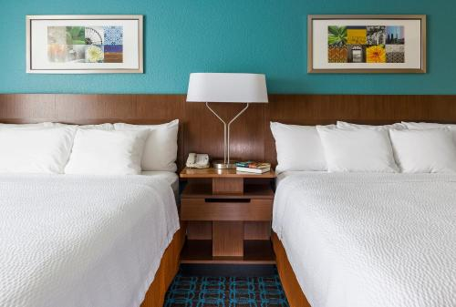 A bed or beds in a room at Fairfield Inn & Suites Sioux Falls