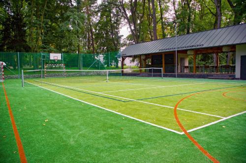 Tenis a/nebo squash v ubytování Zámek Ratměřice - Hotel & Resort nebo okolí