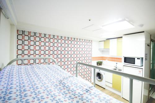A kitchen or kitchenette at Zaza Backpackers hostel