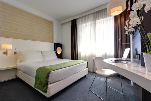 Letto o letti in una camera di iH Hotels Roma Z3