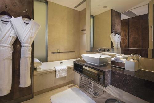 A bathroom at Hilton Guangzhou Tianhe
