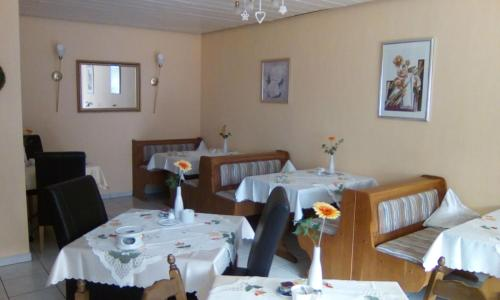 A restaurant or other place to eat at Haus Reitz