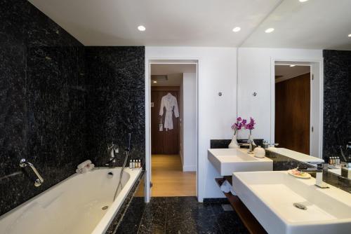 A bathroom at Aquila Atlantis Hotel