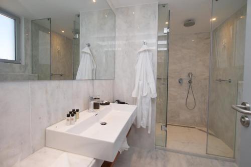 A bathroom at Aenos Hotel