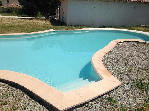 The swimming pool at or close to Maison indépendante