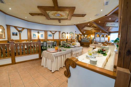 A restaurant or other place to eat at Hotel Bavaria