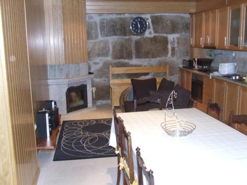 A kitchen or kitchenette at Casa da Bôcha