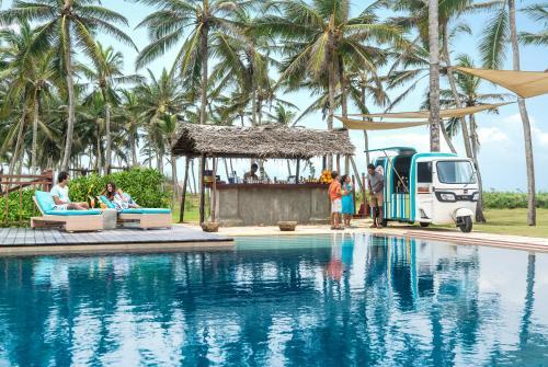 The swimming pool at or close to Shangri-La Hambantota