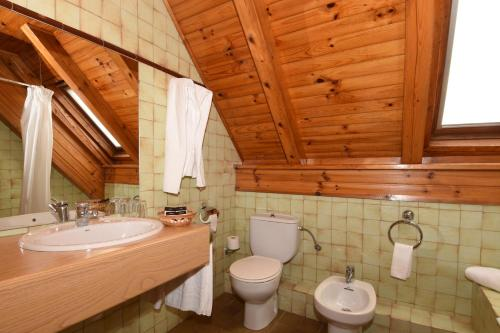 A bathroom at RVHotels Orri